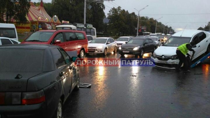 Массовая авария в Уфе: проспект Октября встал в пробке