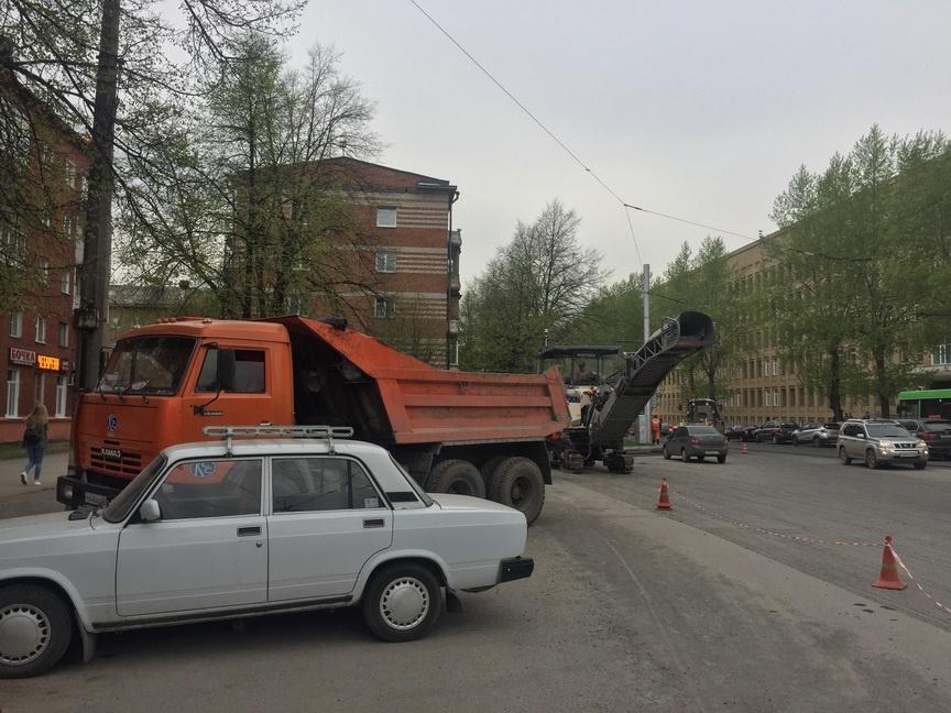 ВКемерове проходят ремонтные работы наулице 4-й Цветочной