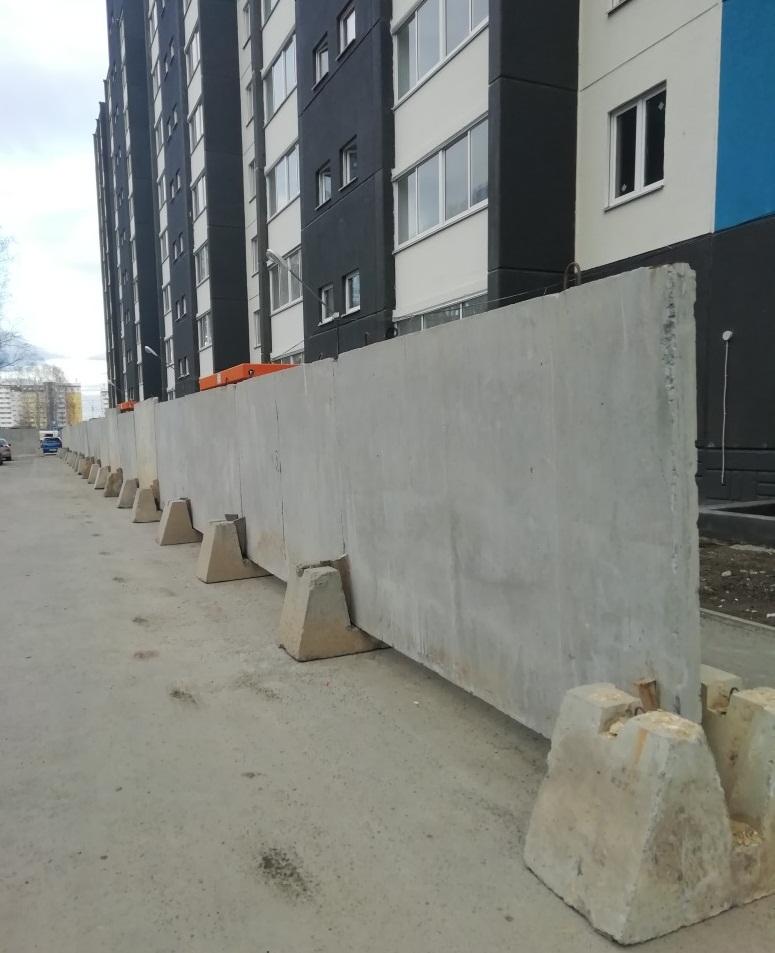 За забором должно начаться строительство детского сада