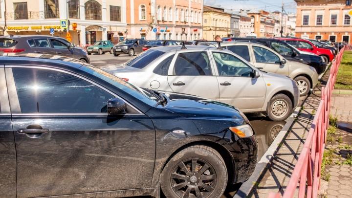 «На улицах парковка должна быть платной»: урбанисты — о справедливости в черте города