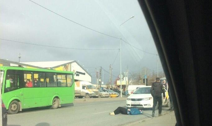 Таксист сбил пенсионерку, перебегавшую дорогу на Щербакова. Водитель утверждает, что она была пьяна