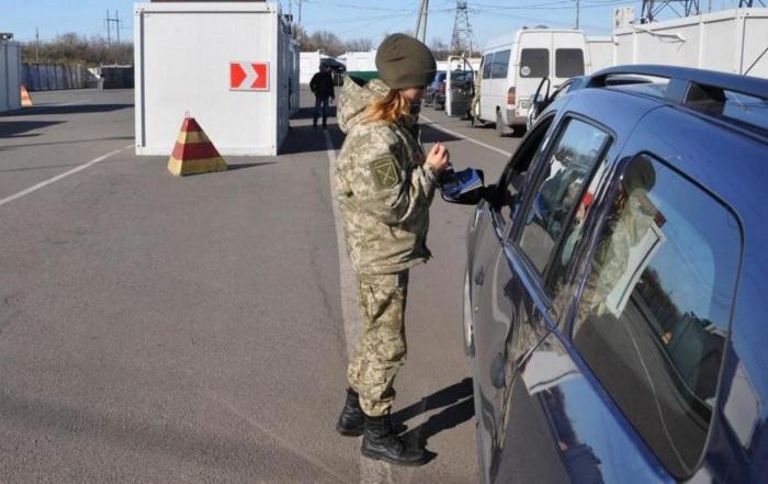 Вместе с запретом на въезд на Украине ввели военное положение в регионах, граничащих с Россией