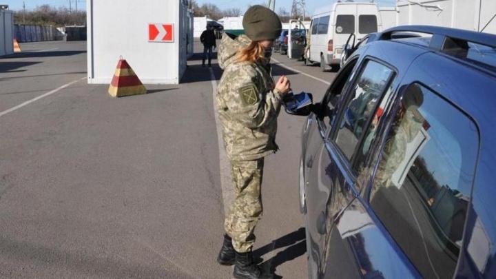 «Им внушают, что в Россию ехать смертельно опасно»: новосибирцы — о запрете въезда на Украину