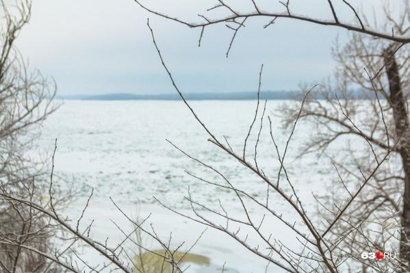 Из-за аномально теплой погоды этой зимой на Волге образовались торосы, ане лед