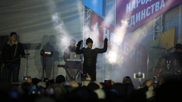 «Эскадрон моих мыслей шальных»: Газманов начал петь для гигантского хоровода из тысяч новосибирцев