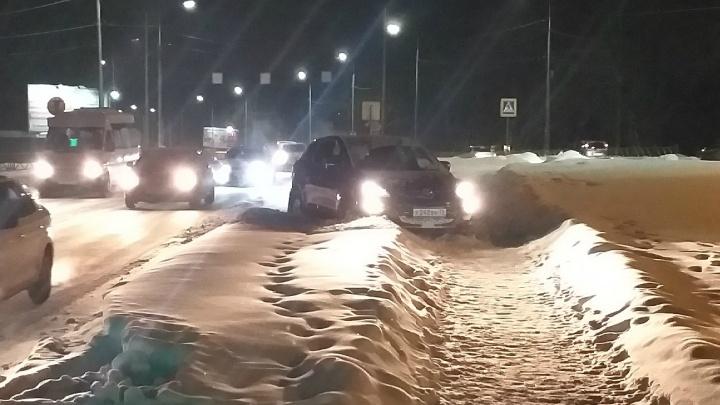 Машина летела на тротуар: подробности ДТП в Заволжском районе