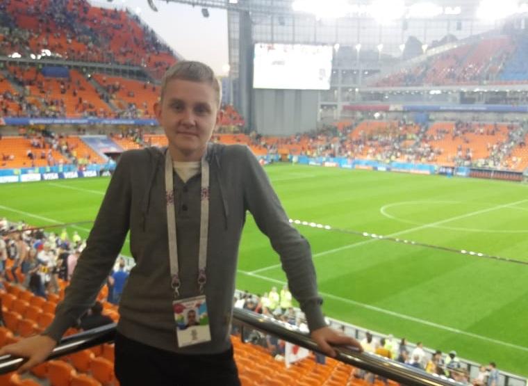 Миша с папой в прошлом году побывал на матче Япония — Сенегал, билеты на игру чемпионата мира по футболу семье подарил фонд «Дети России»