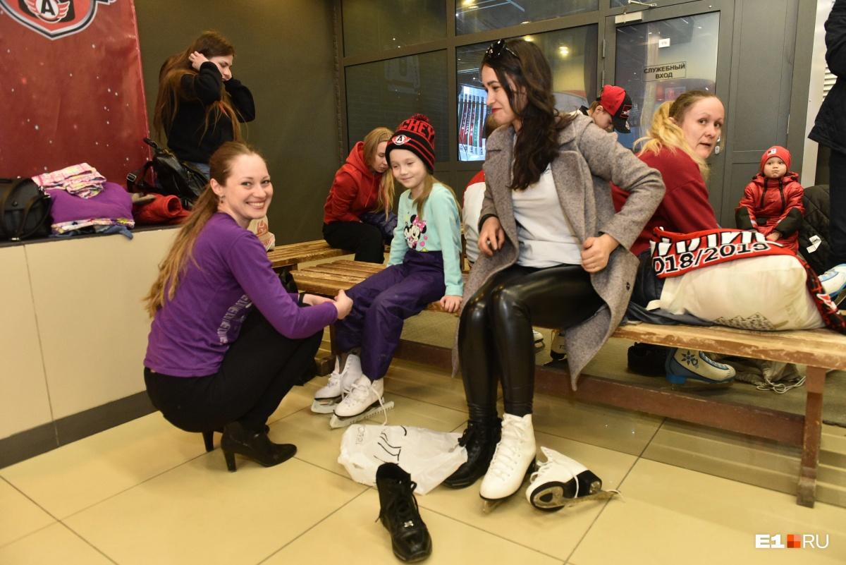 А потом все пошли кататься на коньках!