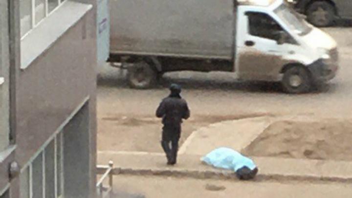 Возле торгового комплекса в Уфе обнаружили тело