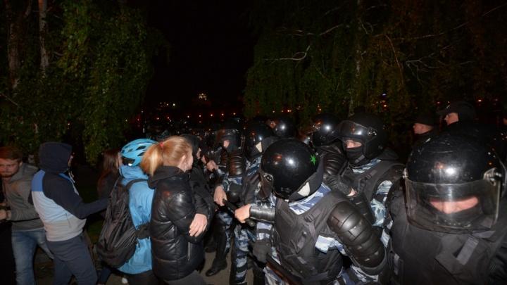 В Екатеринбурге возбудили дело об избиении подростка во время протестов в сквере на Драме