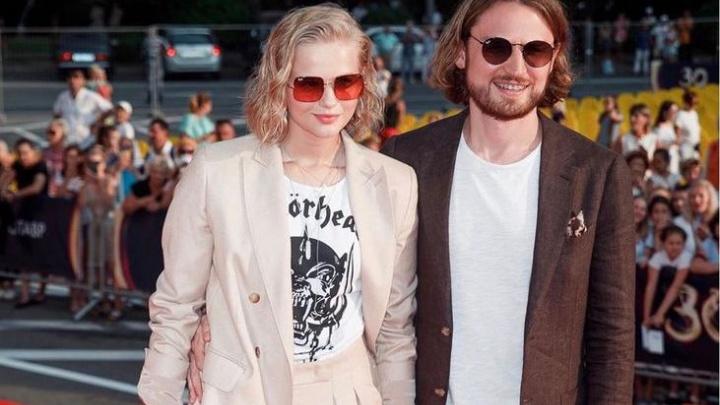 Сын екатеринбургского депутата засветился на красной дорожке «Кинотавра»с популярной актрисой