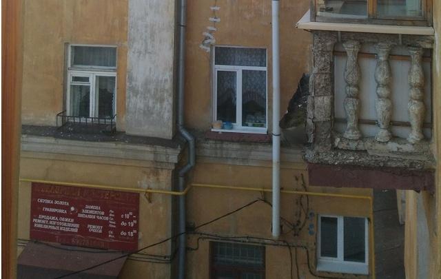 Уфимцы жалуются на дом с разрушающимися балконами