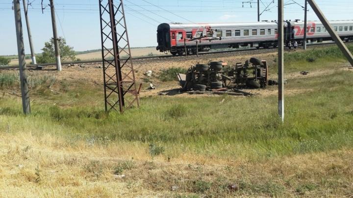 Из-за аварии на железнодорожном переезде под Азовом изменится расписание трех поездов