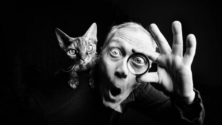 Сибирячка взяла приз международного конкурса с чёрно-белой фотографией кота на плече