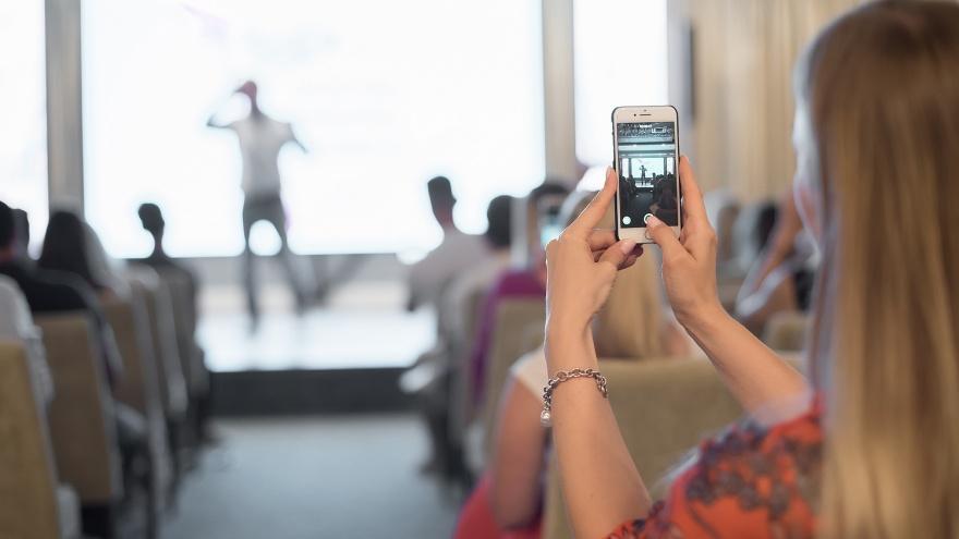 «Умение продать себя — тоже талант»: журналист — о коучах-самозванцах и чиновниках-импостерах