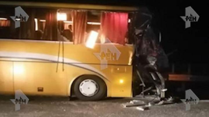 Пострадали трое детей. Автобус с туристами из Перми попал в аварию в Краснодарском крае