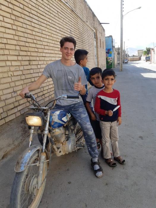 Иван с иранскими детьми