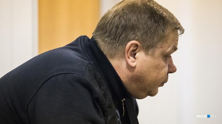 Суд назначил наказание водителю троллейбуса, который уронил козырёк здания на двух коллег