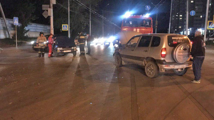 Водителя «Шестёрки» увезли в больницу после ДТП в Октябрьском районе