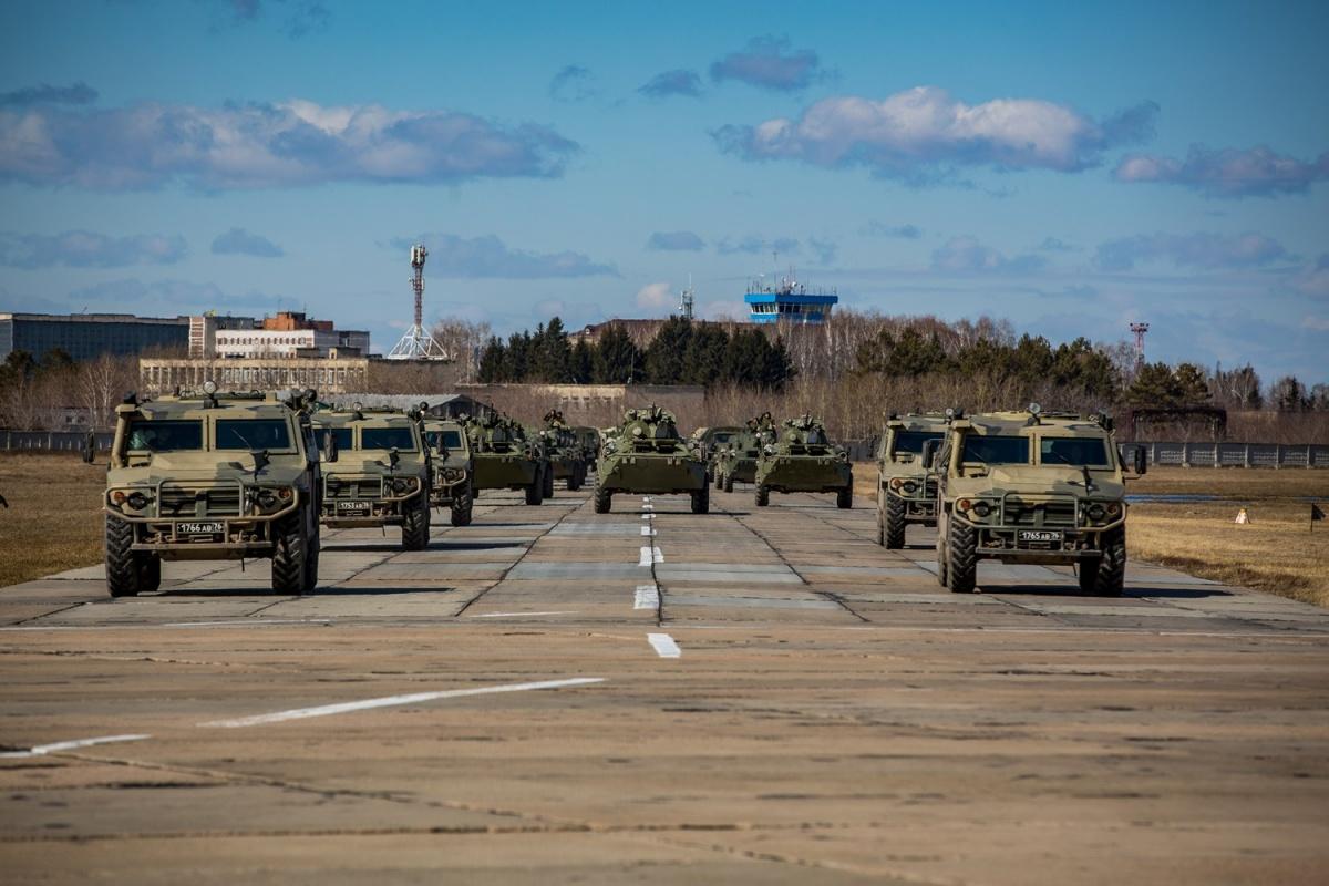Военные репетировали днём 14 апреля