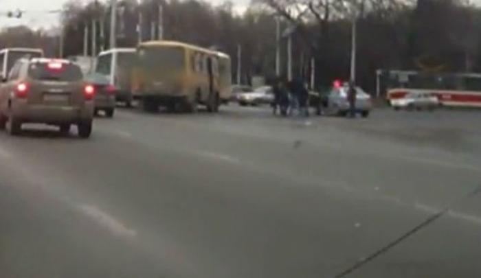 В Уфе сотрудники ДПС поймали нарушителя среди пассажиров маршрутки