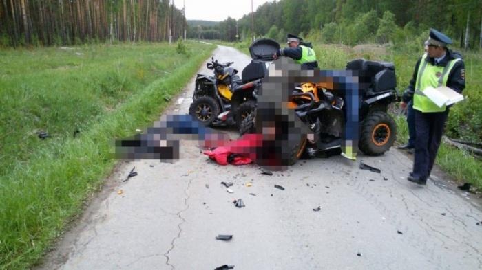 На месте автокатастрофы погибли четыре человека