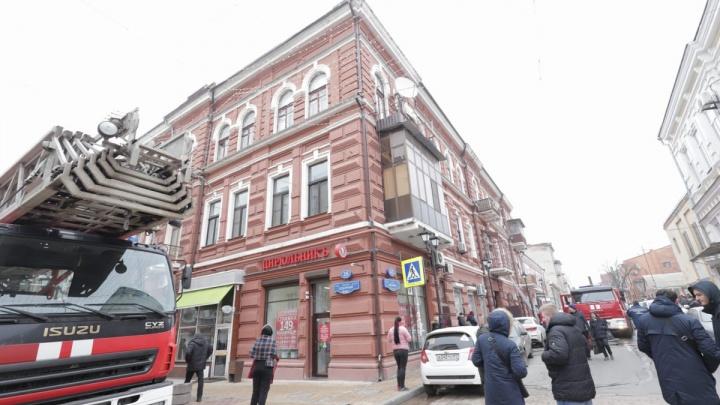 Загорелась квартира: в центре Ростова произошёл крупный пожар