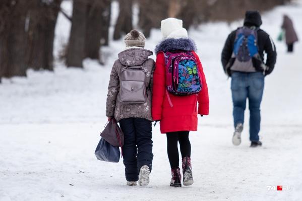 Школьники Челябинска сегодня утром учатся в обычном режиме
