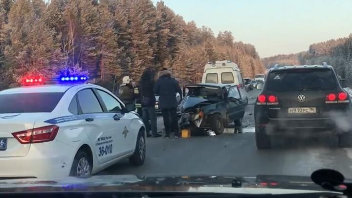 «ВАЗ в хлам»: на трассе под Нижним Тагилом из-за ДТП выросла большая пробка