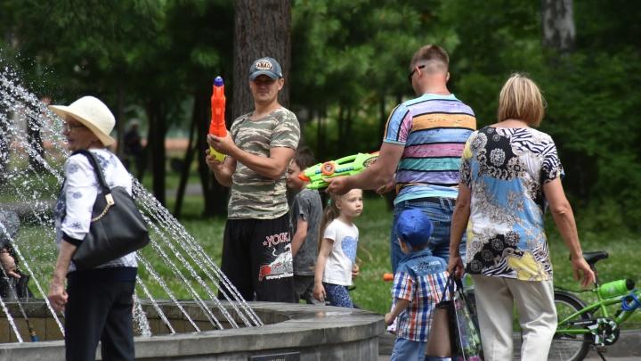 В Новосибирске начались обливания в честь летнего праздника