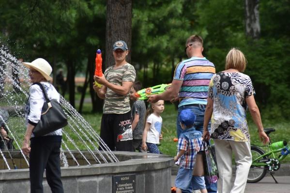 Новосибирцы вооружились водяными пистолетами