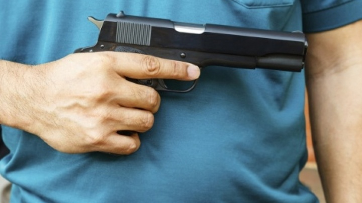 Двухлетнему сыну полицейского выстрелили в глаз на правобережье