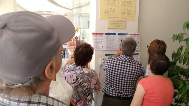Пожилых клиентов рухнувшего «Газбанка» отправили за пенсией на почту