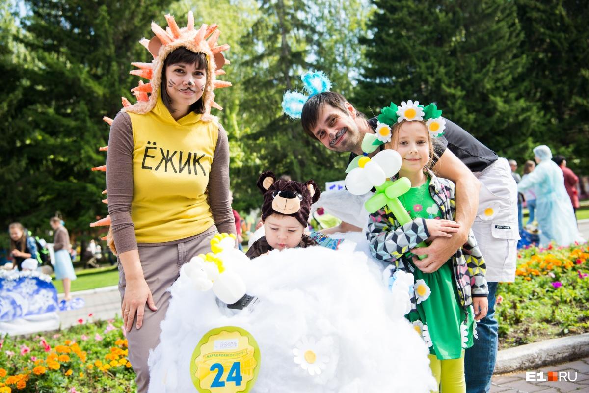 Ещё одна семья при полном параде