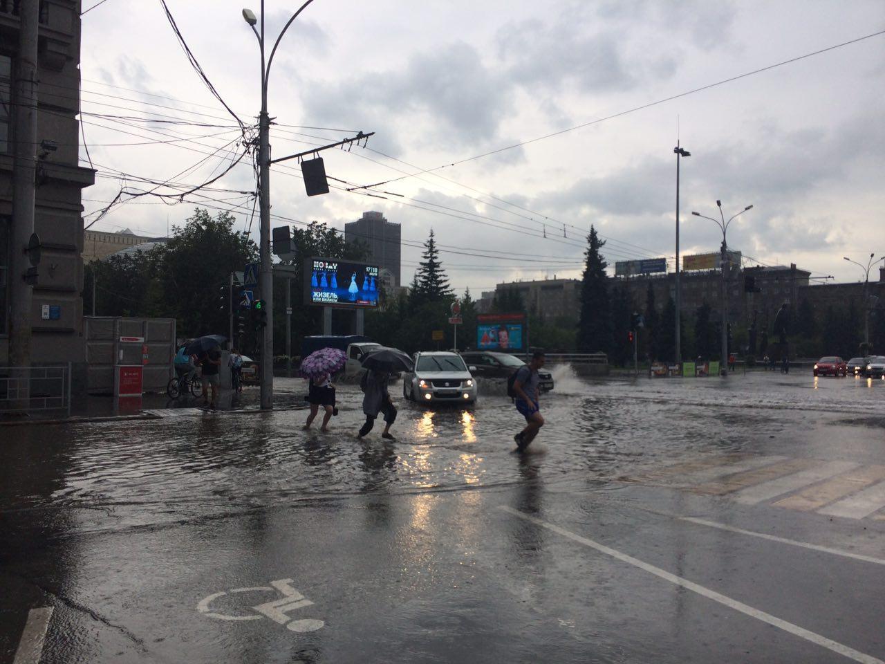 Затопленный переход на пл. Ленина.Фото Ольги Бурлаковой