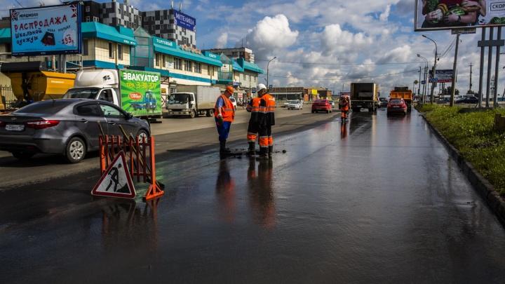 Фонтан разломал свежий асфальт на Гусинобродском шоссе