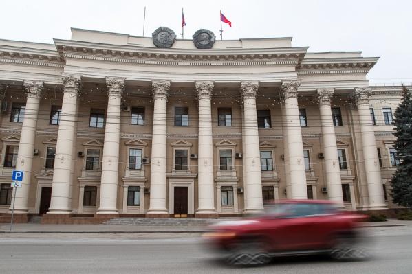 На казенных машинах в администрации области бьются даже вице-губернаторы
