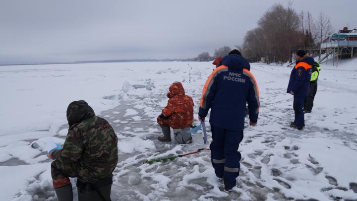 Непрочный лед и полынья: жителям Самарской области рассказали о состоянии водоемов