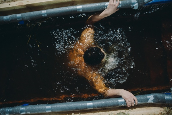 Традиционные крещенские купания начались в Тюмени и продлятся еще завтра, 19 января
