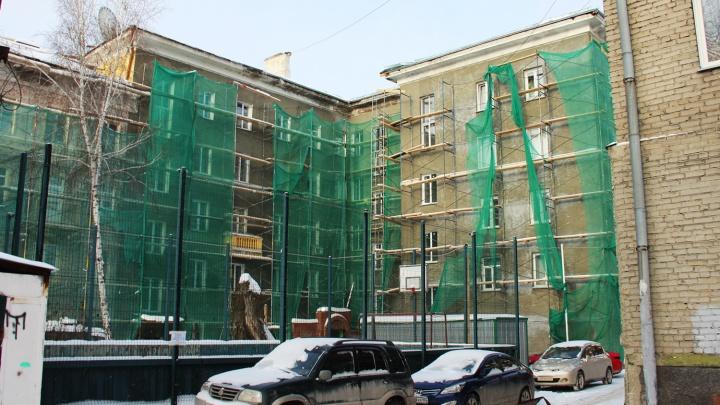 УК оштрафовали на 125 тысяч из-за крыши, которую разобрали для ремонта и бросили