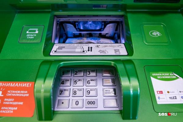 Злоумышленники вытащили кассеты с деньгами и скрылись