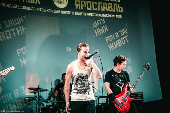 На сцене выступят как наши, так и приезжие рок-группы