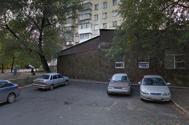 Водитель ненадолго припарковался рядом с этой кулинарией и ушёл по делам, когда из его машины украли пакет с деньгами
