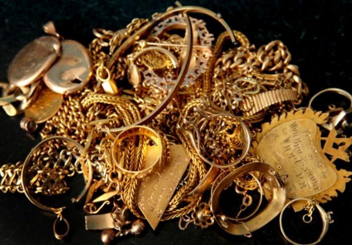 Впервые при обменеценаза грамм золота 585-й пробысоставит3250 рублей