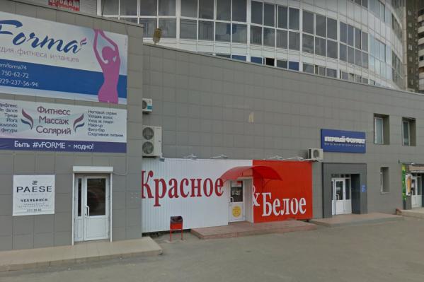 Офисное здание, которое пытались обокрасть, расположено на пересечении улицы Чичерина и Комсомольского проспекта