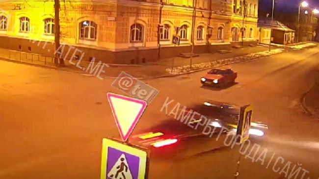 Уступать не планировал: в Рыбинске на огромной скорости врезались две легковушки