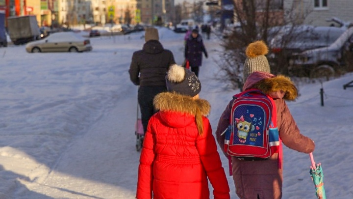 Испугавшись позора, учителя заставили отца заплатить полумиллионный долг детям