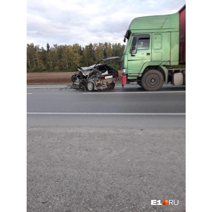 ВАЗ-2114 получил большие повреждения, а его пассажиры попали в реанимацию