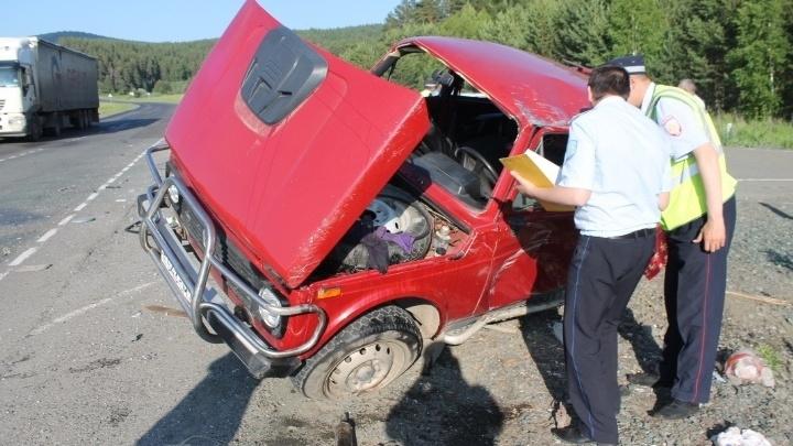 На границе Башкирии и Челябинской области в ДТП с иномаркой смяло «Ниву»