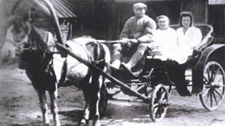 «К пациентам на шустрых извозчиках»: показываем историю красноярской скорой в раритетных фото